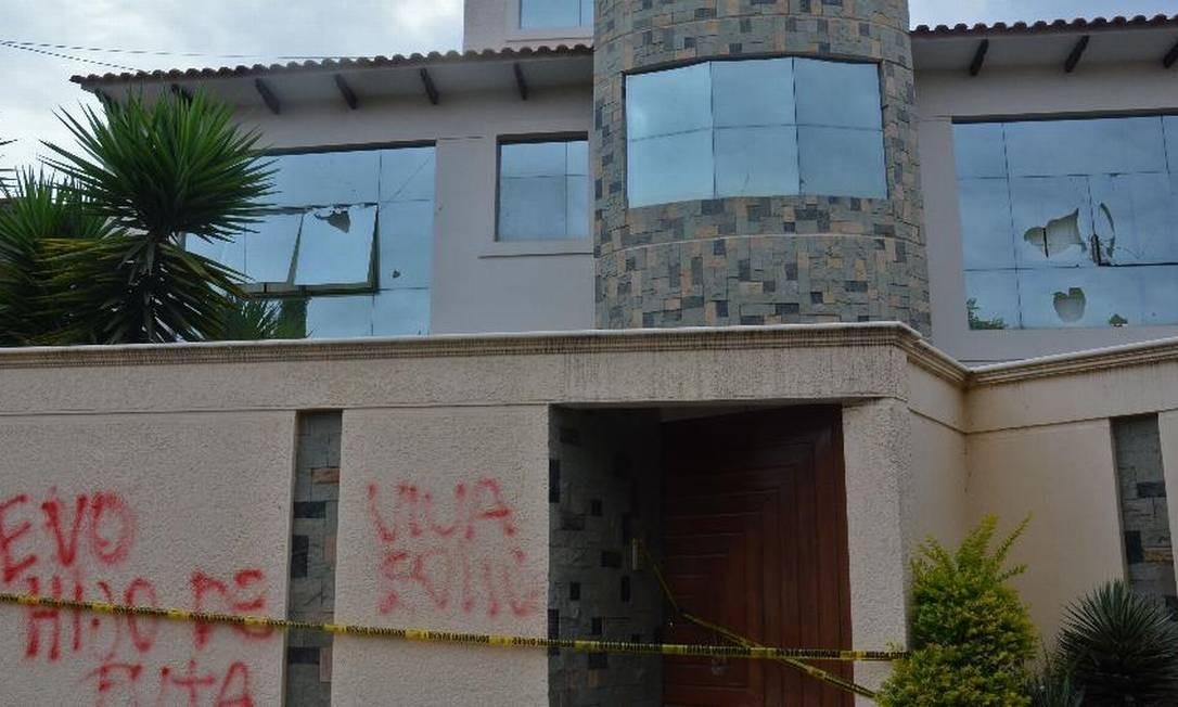 Casa da Evo Morales em Cochabamba: invadida e destruída Foto: AFP