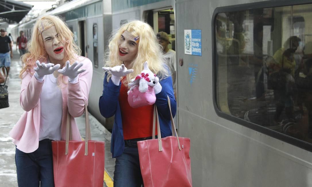 O glamour das patricinhas Brittany e Tiffany Wilson foi reproduzido no comércio popular de Campo Grande, Zona Oeste do Rio Foto: Gabriel de Paiva / Agência O Globo