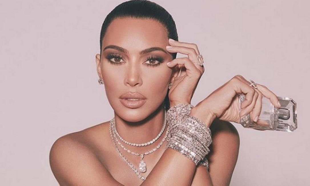 Kim com as joias em campanha de perfume Foto: Instagram