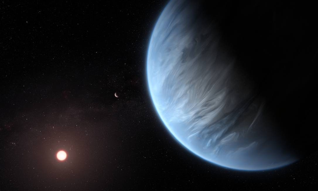 O planeta K2-18b, sua estrela hospedeira e um planeta que o acompanha neste sistema. Atualmente, o K2-18b é o único exoplaneta super-terrestre conhecido por hospedar água e temperaturas que poderiam sustentar a vida Foto: ESA/Hubble, M. Kornmesser