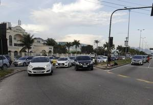 O retorno em frente ao número 16.100 da Avenida das Américas vai sofrer alterações: CET-Rio fez projeto para aliviar trânsito no trecho Foto: Custódio Coimbra / Custodio Coimbra