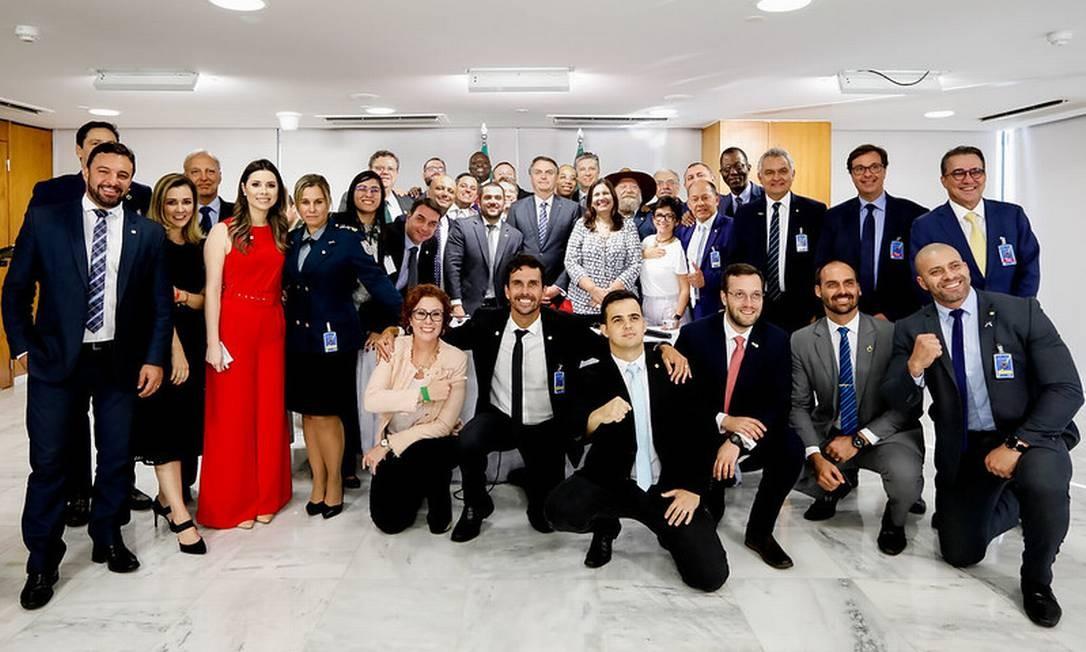 Resultado de imagem para Bolsonaro anuncia saída do PSL e criação do Aliança pelo Brasil