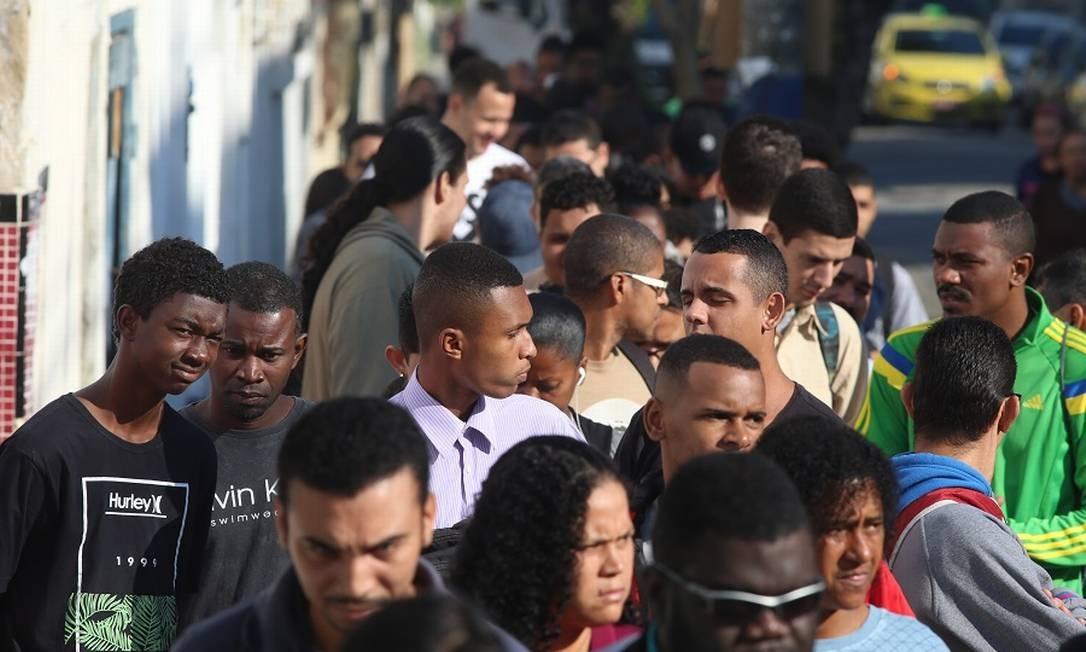 Fila de emprego: MP que busca incentivar contratação de jovens também muda regras trabalhistas. Foto: Fabiano Rocha / Fabiano Rocha