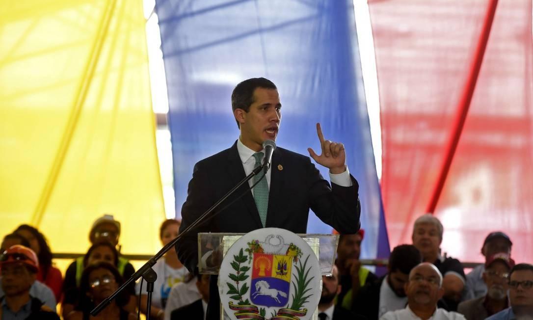 Autoproclamado presidente interino da Venezuela, Juan Guaidó discursa em evento Foto: FEDERICO PARRA / AFP