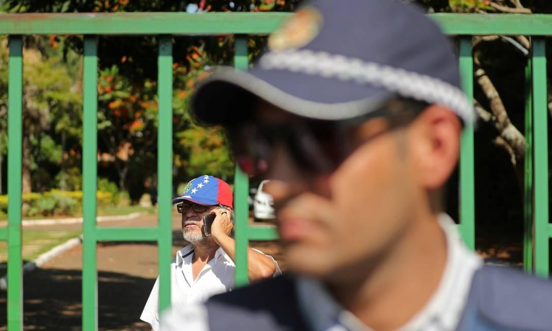 Polícia Militar de Brasília foi chamada para reforçar a segurança depois de conflito entre manifestantes Foto: Sergio Moraes / Reuters