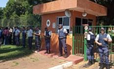 Polícia Militar do Distrito Federal em frente à embaixada da Venezuela em Brasília Foto: JORDI MIRO / AFP