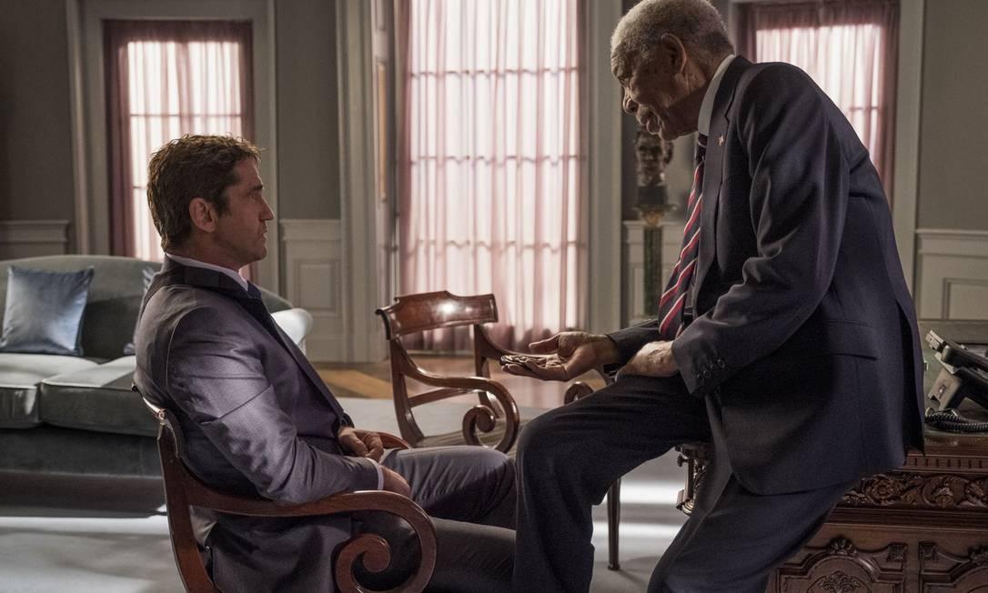 Gerard Butler e Morgan Freeman em cena do filme 'Invasão ao serviço secreto' Foto: Jack English / Divulgação