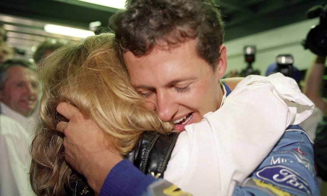 Schumacher comemora com Corinna a vitória na Austrália que garantiu seu primeiro título na F1 Foto: Alexander Hassenstein / Bongarts/Getty Images
