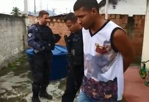 Um dos alvos da ação foi encontrado em Nova Iguaçu, informou a polícia. Ele foi identificado como Ronan Deyverson de Aquino Ferreira Foto: Reprodução/Polícia Civil