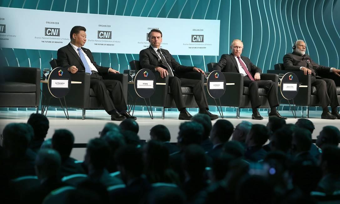 Os presidentes da China, Xi Jinping, do Brasil, Jair Bolsonaro, da Rússia, Vladimir Putin e o primeiro-ministro indiano, Narendra Modi, participam de cerimônia de encerramento do Fórum Empresarial da Brics, no CICB Foto: Jorge William / Agência O Globo