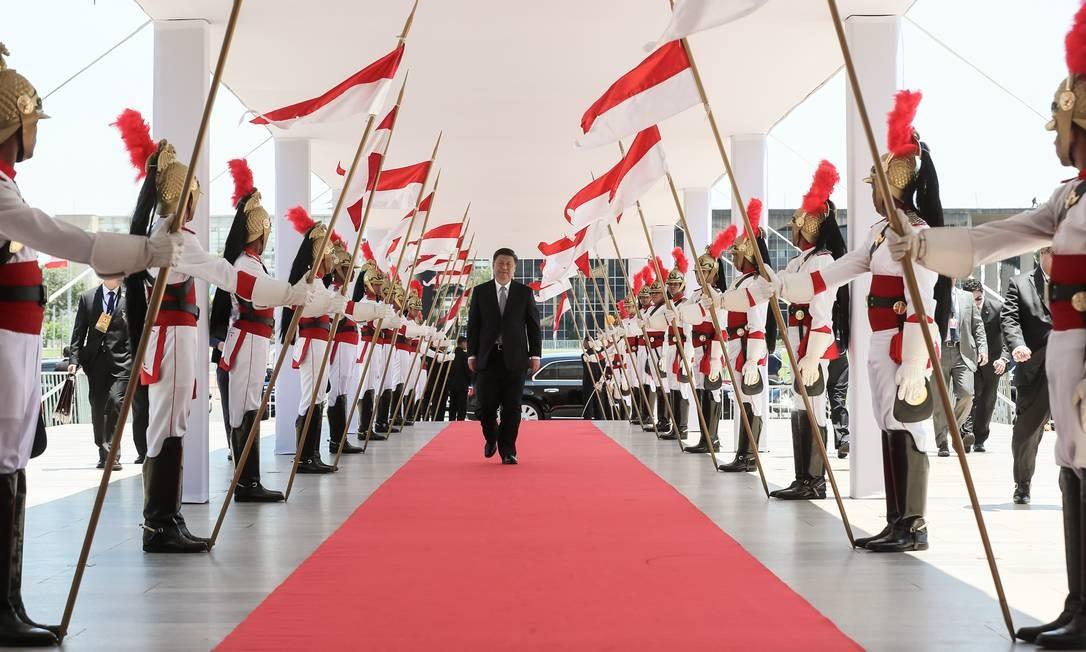 O presidente da China, Xi Jinping, chega para uma reunião bilateral com o presidente Jair Bolsonaro antes da 11ª edição da Cúpula do Brics Foto: Isac Nóbrega / Presidência da República