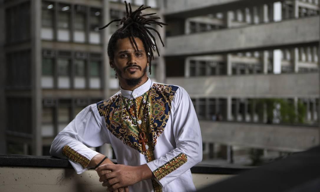 O estudante de psicologia Renato Gama ainda vê muitas dificuldades na vida dos negros nas universidades Foto: Alexandre Cassiano / Agência O Globo
