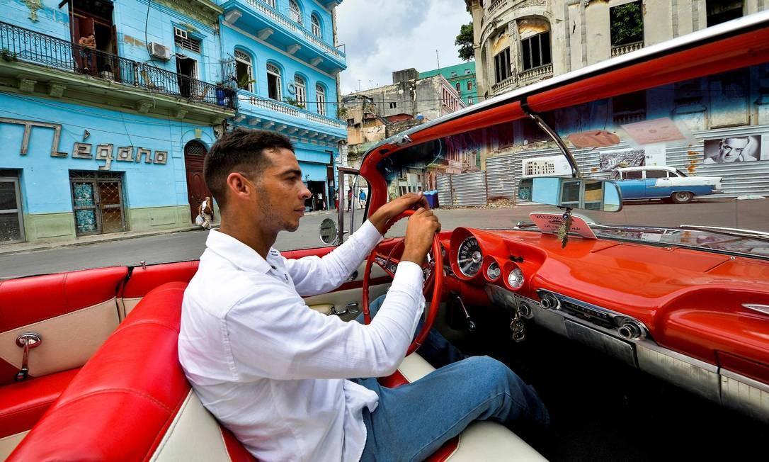 Sosa nos leva para conhecer uma atividade cubana que chama atenção do mundo: a medicina Foto: Yamil Lage / AFP
