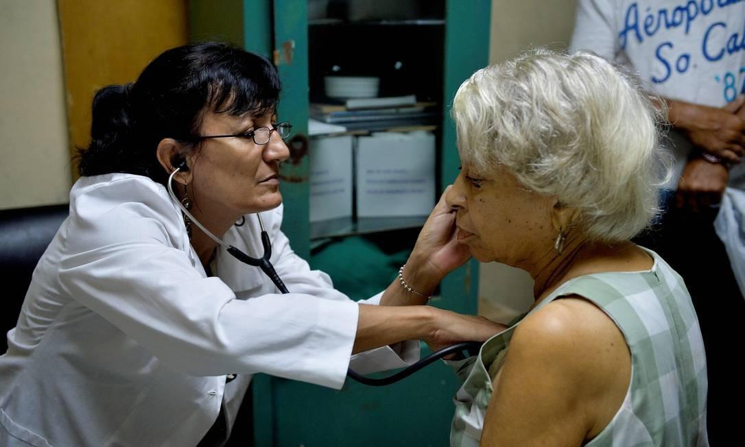 Na ilha embargada pelos Estados Unidos, a expectativa de vida é de 79,74 anos. Já no país mais rico e poderoso do mundo, é de 79, 69 anos. Os dados são do Banco Mundial Foto: Yamil Lage / AFP