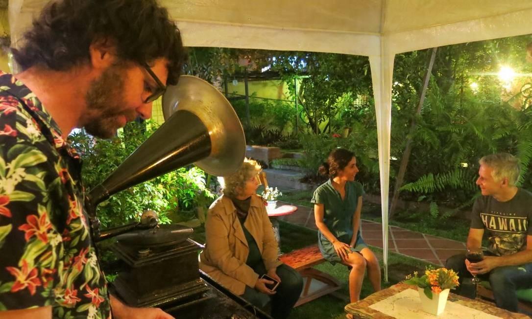 O músico Xabier Monreal toca na Casa de Noca Foto: Paula Lacerda / Paula Lacerda