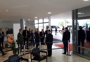 O presidente da Rússia, Vladimir Putin, acena na saída do Palácio do Planalto Foto: Reprodução/ TV