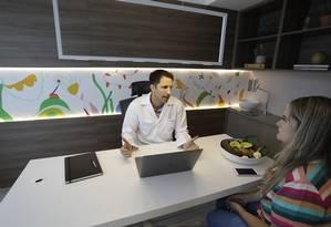 O nutricionista Fernando Geraldi em seu consultório na Scientia Vega Foto: Custódio Coimbra