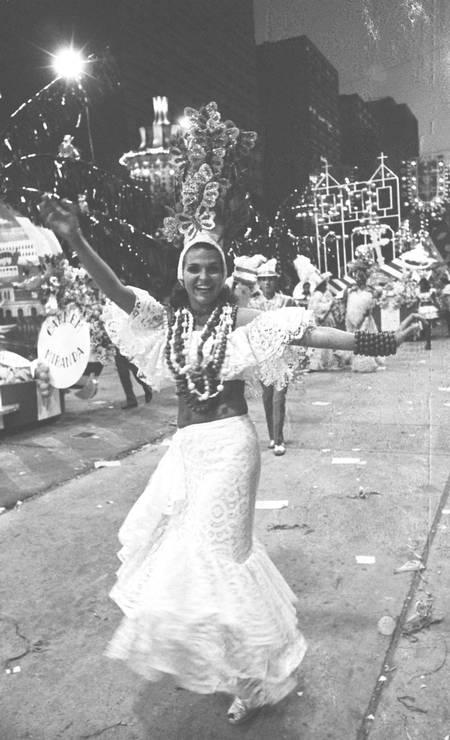 Leila Diniz desfilando pela escola de samba Império Serrano em 1972 Foto: Jorge Peter / Arquivo