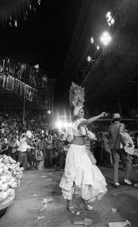 O último carnaval de Leila Diniz foi desfilando pela escola de samba Império Serrano Foto: Arquivo O Globo / Agência O Globo