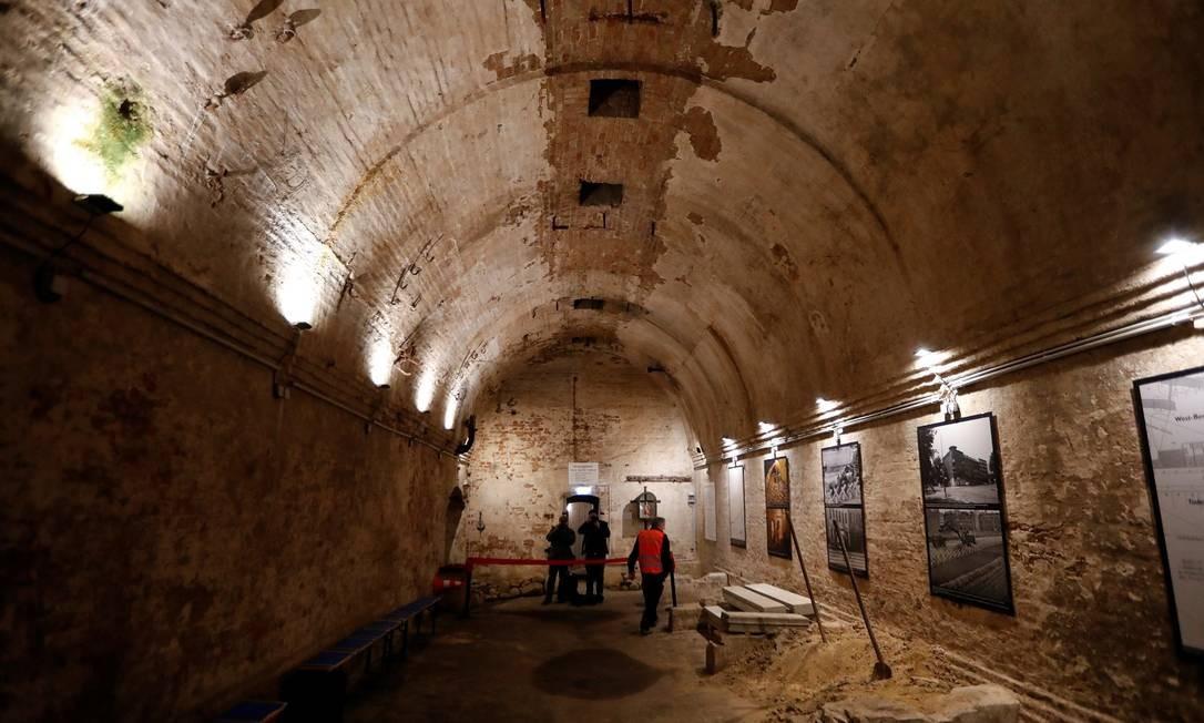 Túnel debaixo do Muro do Berlim Foto: FABRIZIO BENSCH / REUTERS