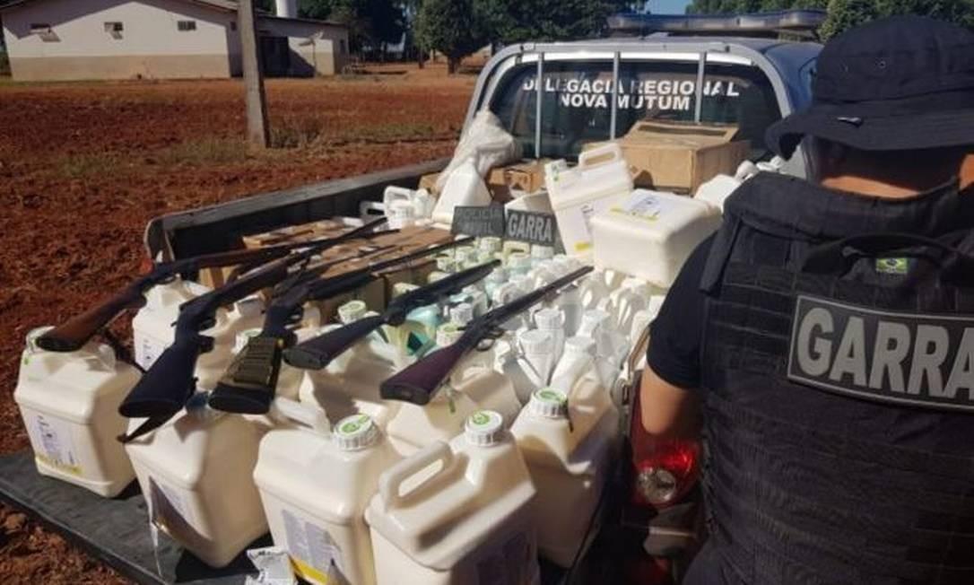 Operação em Nova Mutum (MT) apreendeu agrotóxicos roubados e armas usadas por quadrilha nos assaltos às fazendas Foto: Divulgação