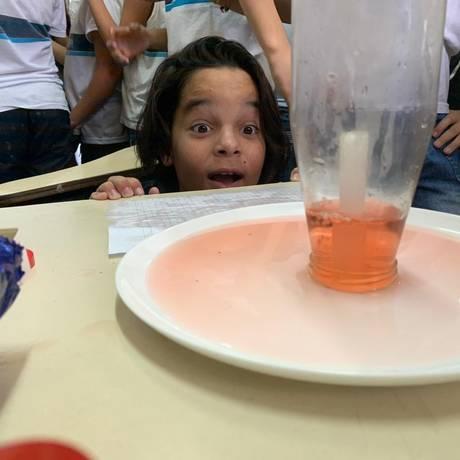 Aluna participa do Meninas! Vamos fazer Ciência!, do Cefet Rio Foto: Divulgação