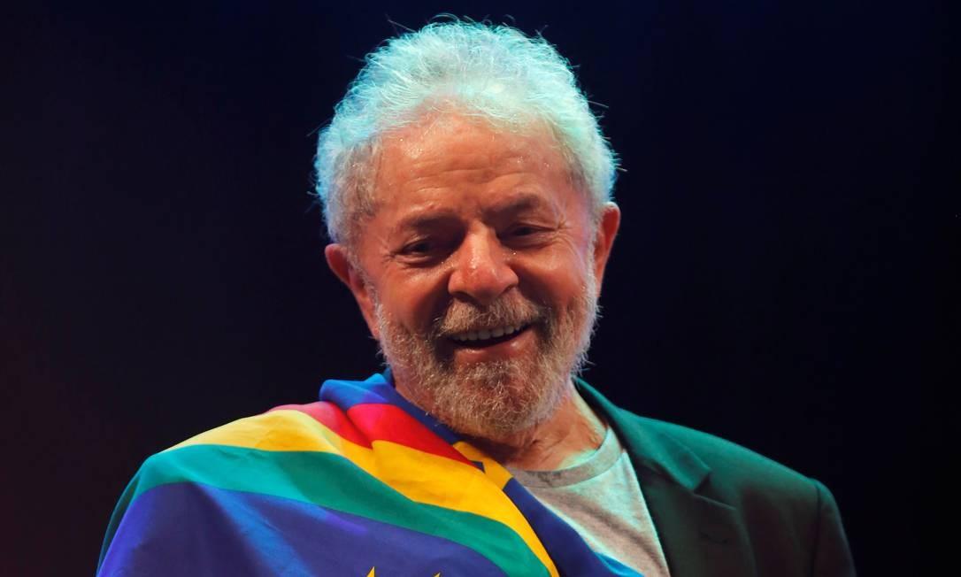 Ex-presidente Lula em visita a Recife, no domingo Foto: ADRIANO MACHADO / REUTERS