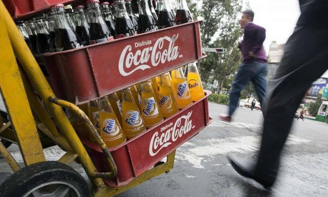 Representantes da Ambev e da Coca-Cola se reunirão para falar sobre reciclagem Foto: EDGARD GARRIDO/REUTERS