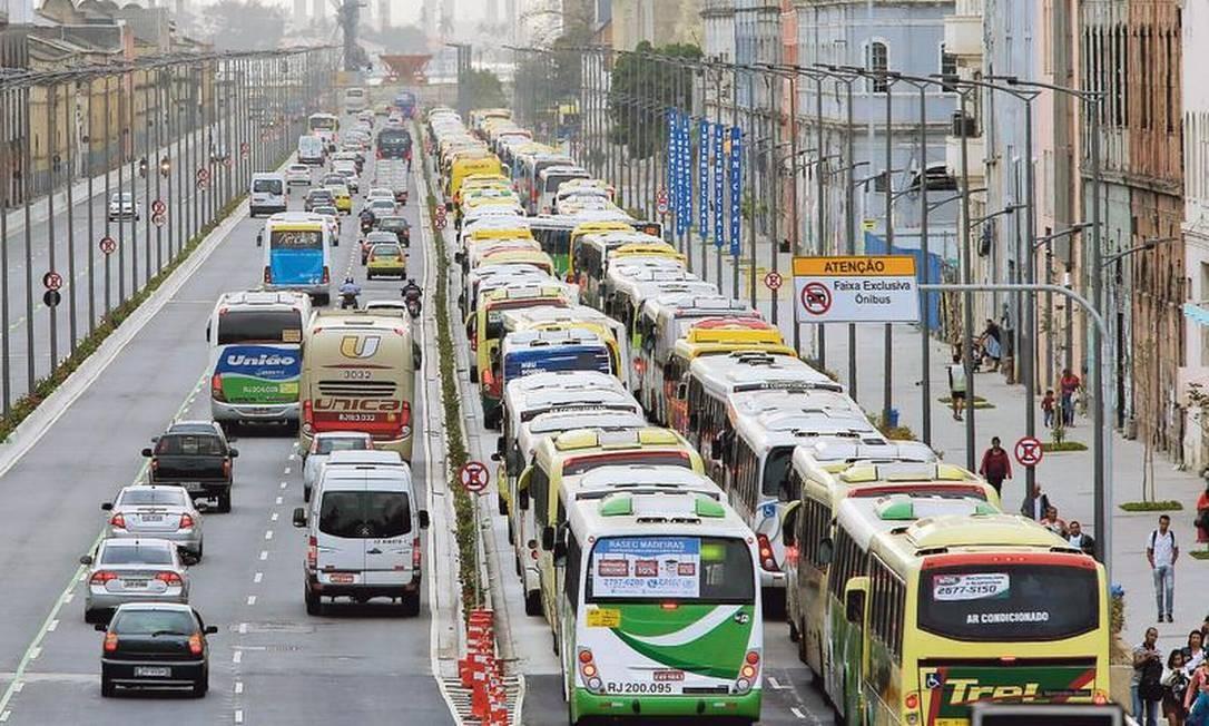 Empresas de ônibus do Rio, segundo ex-presidente da Fetranspor,montaram um esquema para obter reajustes acima da inflação, conseguir isenções fiscais e escapar de investigações Foto: Domingos Peixoto / Agência O GLOBO