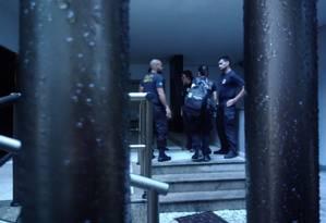 Cerca de 10 agentes da PF estão em Ipanema Foto: Leticia Gasparini / O Globo