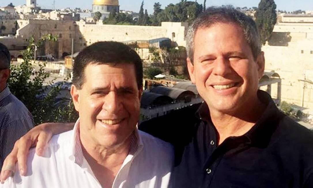 Horacio Cartes ao lado do doleiro e amigo Dario Messer Foto: Reprodução