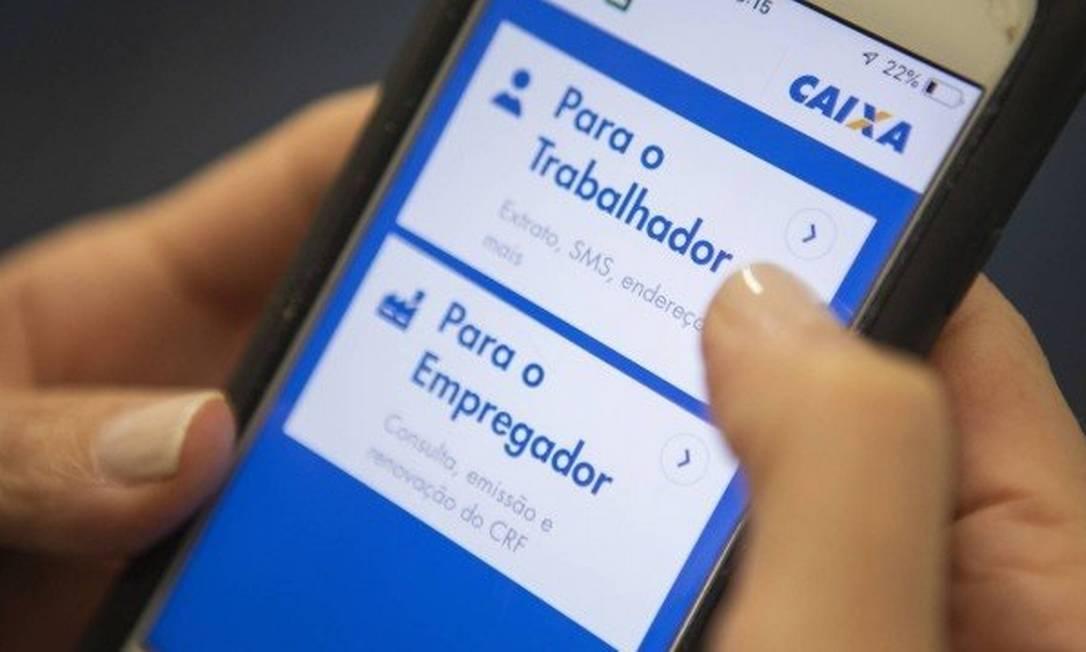 Plataforma para acesso ao FGTS: consulta de saldo pode ser feita por aplicativo Foto: Gabriel Monteiro -Agência O Globo