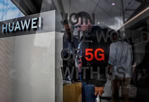 A Huawei quer ser uma das líderes do 5G, mas Washington pressiona aliados a banir a companhia de suas redes Foto: PATRICIA DE MELO MOREIRA / AFP