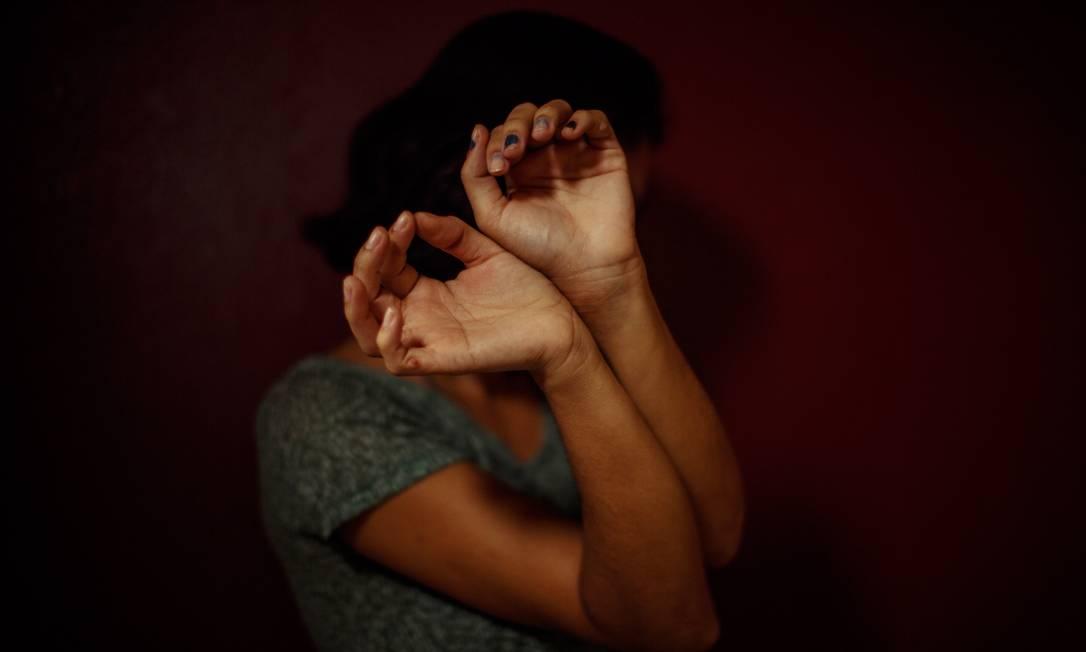Vítima de violência doméstica na Baixada Fluminense (RJ). Foto: Daniel Marenco / Agência O Globo