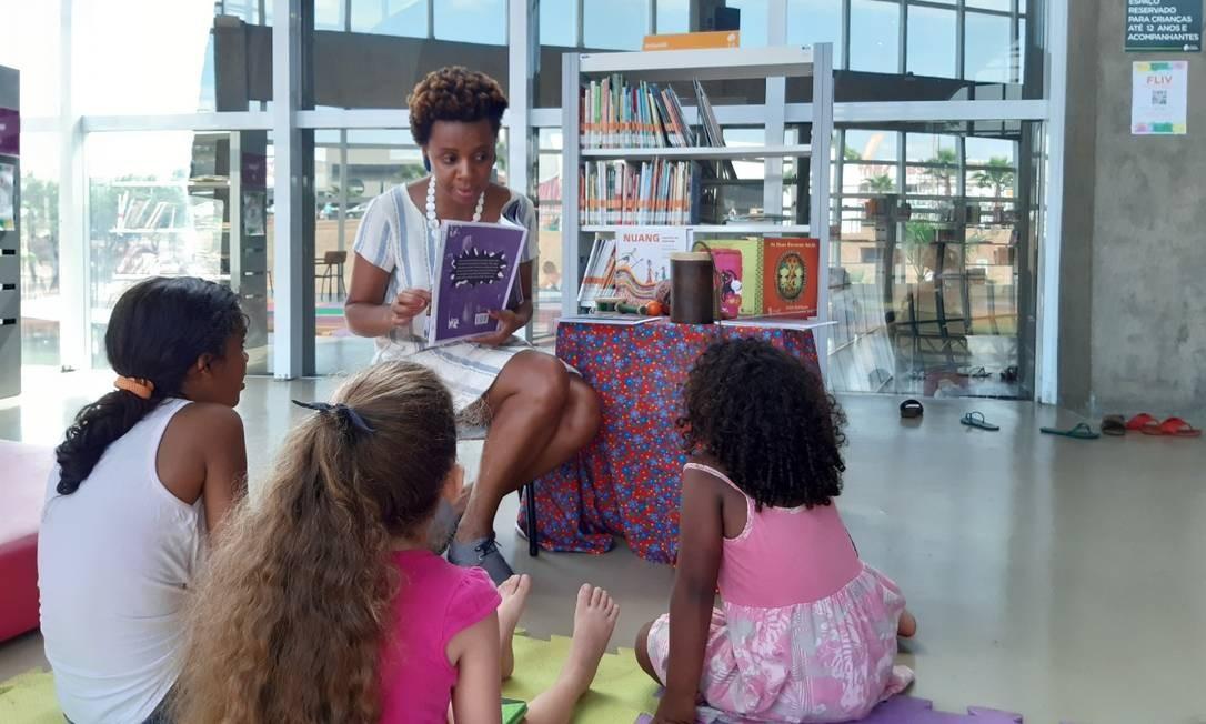 A escritora e criadora da editora Piraporiando, que trabalha educação antirracista, Janine Rodrigues Foto: Divulgação