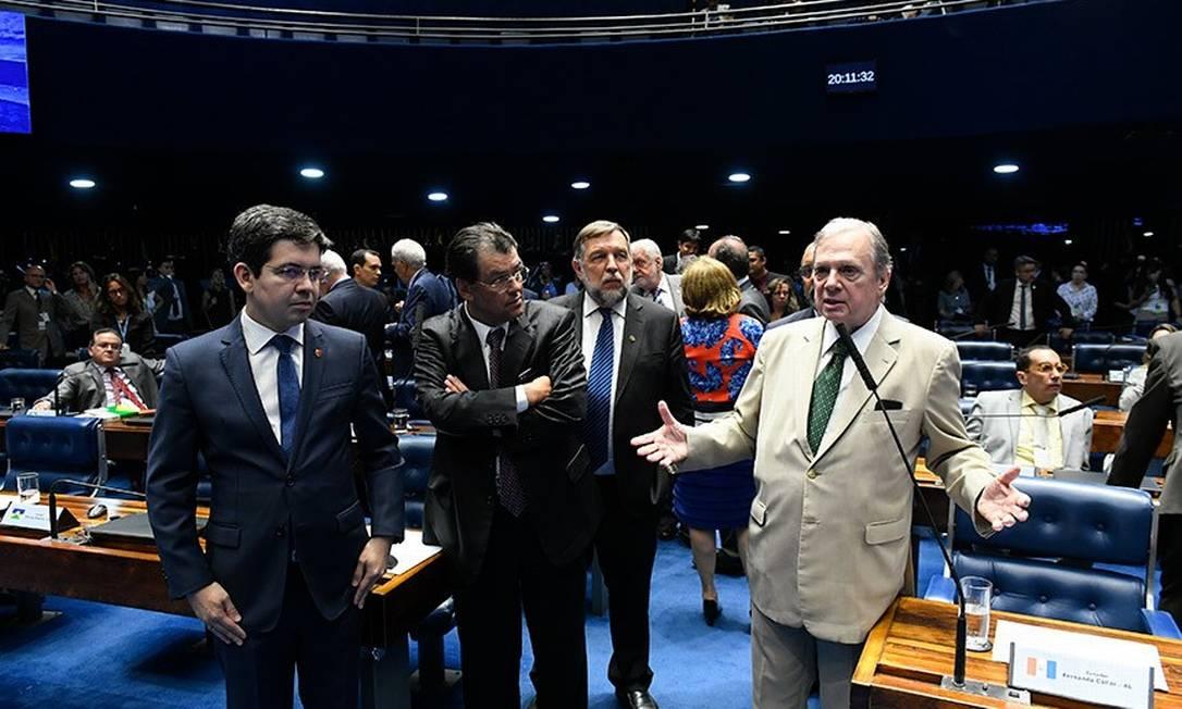 O senador Tasso Jereissati, relator da PEC Paralela, defendeu acordo para transição da mudança de cálculo da aposentadoria em 5 anos Foto: Roque de Sá/Agência Senado/19-11-2019