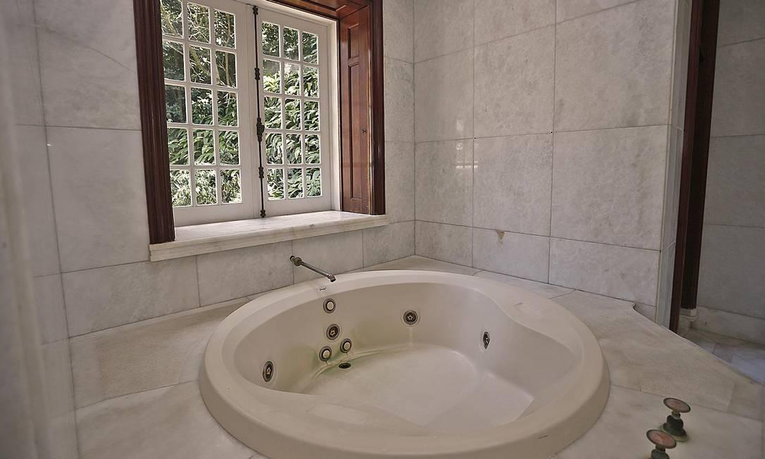 Banheira de hidromassagem da casa Foto: Divulgação