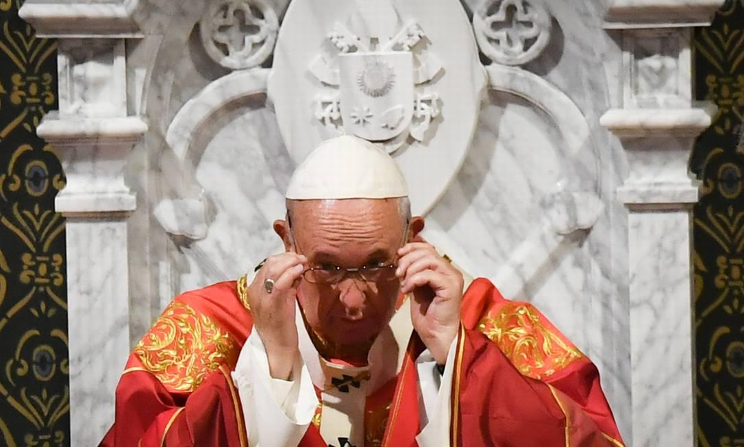 Papa Francisco durante missa na Catedral da Assunção, em Bangkok, na Tailândia Foto: LILLIAN SUWANRUMPHA / AFP