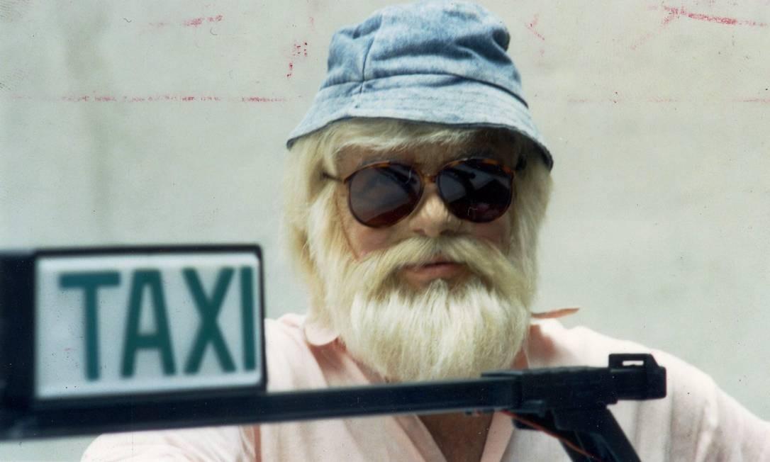 Um dos quadros mais marcantes do 'Domingo Legal' era o 'Táxi do Gugu'. O apresentador se disfarçava de taxista para conhecer pessoas anônimas Foto: Divulgação