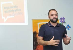 Participação popular: o coordenador do projeto Binho Guimarães em uma plenária no Largo da Batalha Foto: Prefeitura de Niterói