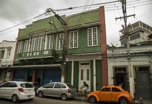 Parte das gravações ocorreu na calçada do Clube Banda Portuguesa, na Rua Miguel de Lemos. Foto: Guito Moreto / Agência O Globo