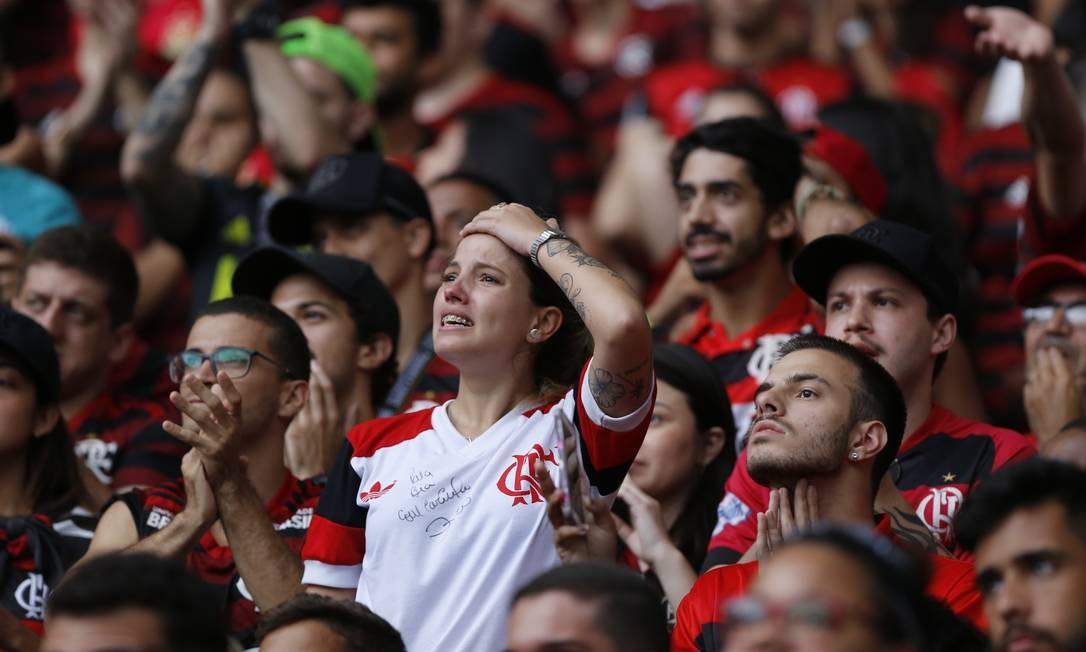 A tensão tomou conta da torcida logo nos primeiros minutos de jogo. Gol de Borré abalou a confiança de muitos torcedores Foto: Marcelo Theobald / Agência O Globo