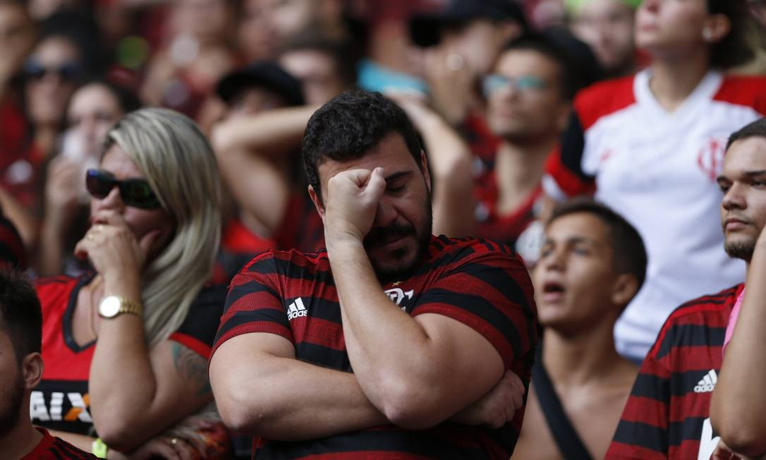 Após gol do colombiano Borré, do River Plate, torcida rubro-negra foi tomada por tensão durante o primeiro tempo da partida Foto: Marcelo Theobald / Agência O Globo