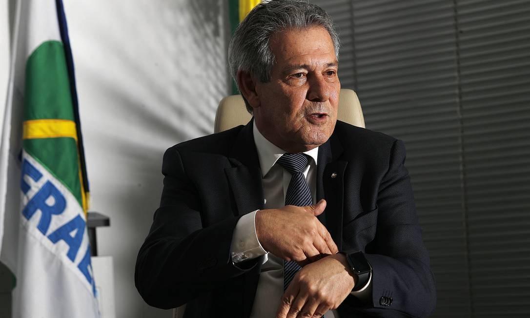 Barros diz que Infraero está treinando seus 6,5 mil funcionários para que sejam aproveitados pelas concessionárias que vão assumir aeroportos Foto: Jorge William / Jorge William