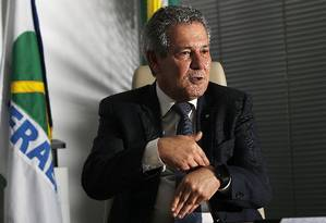 Barros diz que Infraero está treinando seus 6,5 mil funcionários para que sejam aproveitados pelas concessionárias que vão assumir aeroportos Foto: Jorge William/Agência O Globo
