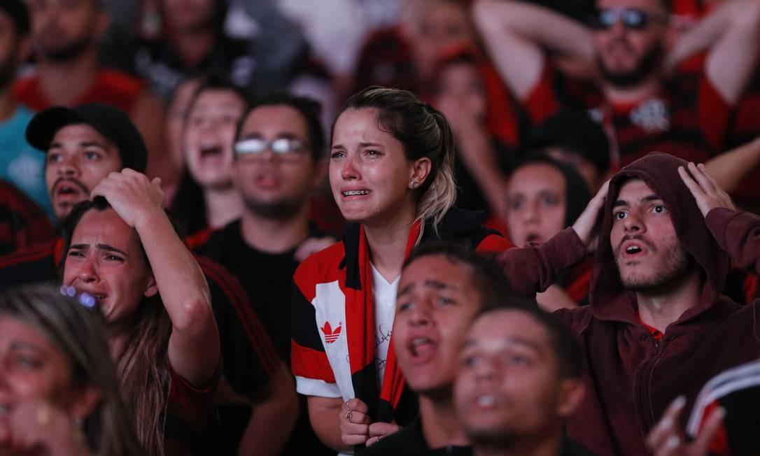 O choro deu lugar ao riso no fim da partida histórica Foto: Marcelo Theobald / Agência O Globo