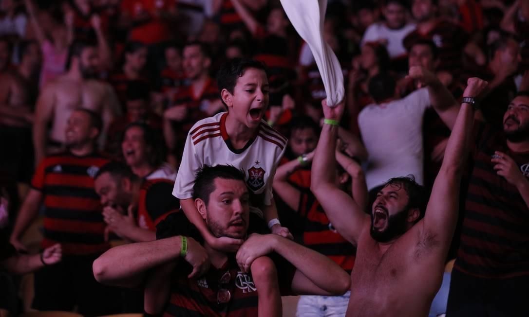 Nos minutos finais do segundo tempo, Gabigol balançou a rede duas vezes, aos 43 e 46 minutos, e o Flamengo garantiu o bicampeonato, fazendo mudar da água para o vinho a expressão dos torcedores Foto: Marcelo Theobald / Agência O Globo