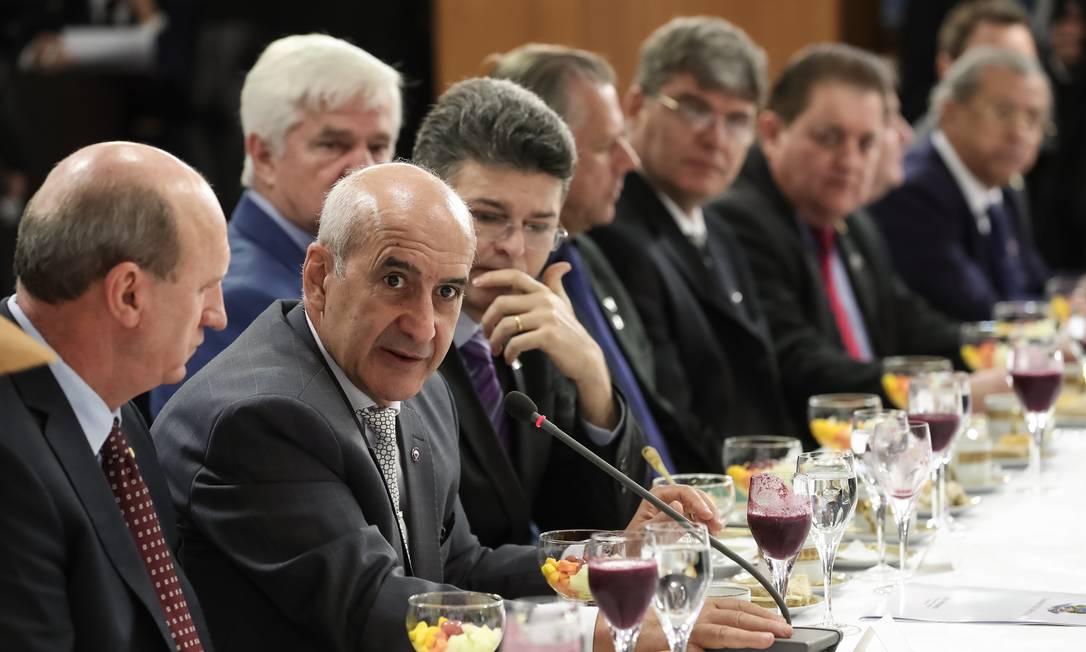 O ministro-chefe da Secretaria de Governo, Luiz Eduardo Ramos, com a bancada de Mato Grosso (MT) Foto: Marcos Corrêa / Agência O Globo