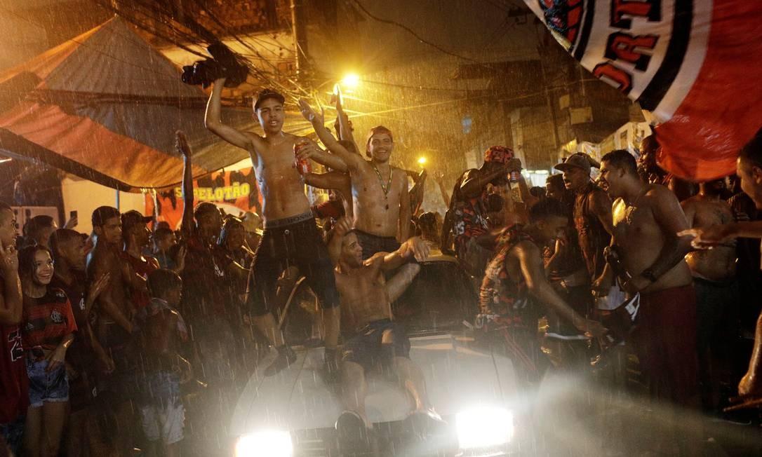 Torcedores comemoram vitória do Flamengo na final da Libertadores da América Foto: RICARDO MORAES / REUTERS