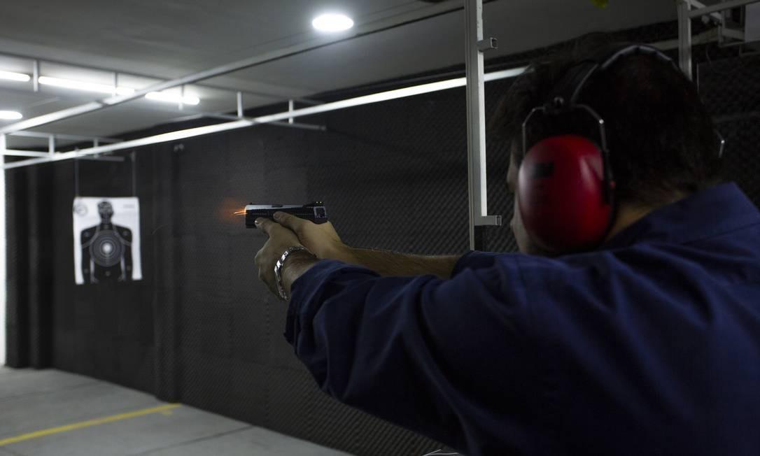 Atiradores desportivos poderão entregar certidão de próprio punho em processo de obtenção de armas Foto: Bruno Kaiuca / Agência O Globo